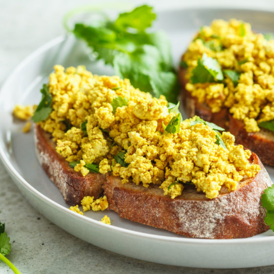Tofurøre - vegansk eggerøre